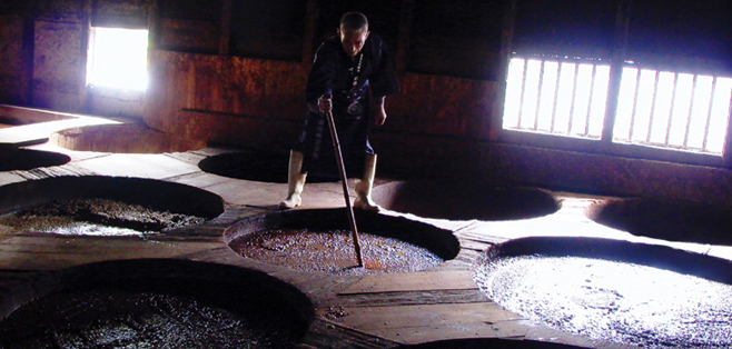 Photo of craftsmen of Marunaka Shouyu